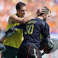 DEN HAAG - Rabobank Hockey World Cup<br /> 38 Final: Australia - Netherlands<br /> Foto: Mark Knowles (left) and goalie Andrew Charter.<br /> COPYRIGHT FRANK UIJLENBROEK FFU PRESS AGENCY