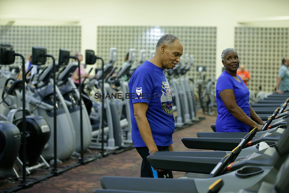 11/8/17 7:36:50 PM --  Charles and Shonda at Healthzone at SFHS. <br /> <br /> Photo by Shane Bevel