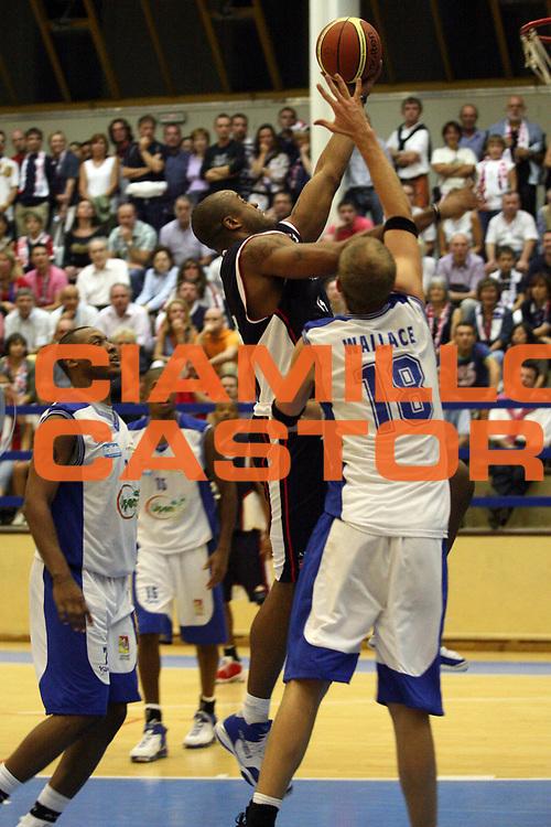 DESCRIZIONE : Varallo Lega A1 2007-08 Angelico Biella Upea Capo Orlando<br /> GIOCATORE : Brandon Hunter<br /> SQUADRA : Angelico Biella<br /> EVENTO : Campionato Lega A1 2007-2008<br /> GARA : Angelico Biella Upea Capo Orlando<br /> DATA : 04/09/2007<br /> CATEGORIA : Tiro<br /> SPORT : Pallacanestro<br /> AUTORE : Agenzia Ciamillo-Castoria/S.Ceretti