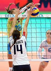 27-09-2015 NED: Volleyball European Championship Slovenie - Italie, Apeldoorn<br /> Italie wint met 3-0 van Slovenie / Valentina Tirozzi, Eleonora Lo Bianco<br /> Photo by Ronald Hoogendoorn / Sportida