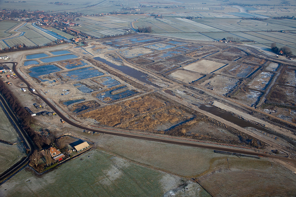 Nederland, Noord-Holland, Broek in Waterland, 10-01-2009; Volgermeerpolder, voormalig stortplaats, ernstig verontreinigd als gevolg van het storten van vaten met giftig chemisch afval door Philips-Duphar, waaronder dioxine, benzeen; de polder wordt gesaneerd;.former landfill seriously polluted as a result of to the dumping of drums with toxic chemical waste by Philips-Duphar, including dioxins, benzene; the polder is remediated and redeveloped. .luchtfoto (toeslag); aerial photo (additional fee required); .foto Siebe Swart / photo Siebe Swart /photo Siebe Swart