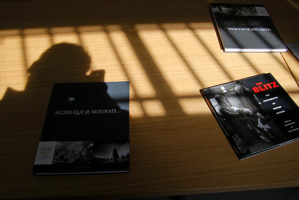 Sede de la Agencia Magnum Photos en Paris.<br /> Sala de Editores y Exposicion de George Rodger<br /> Paris, Francia 2008<br /> (Copyright &copy; Aaron Sosa)