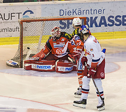 29.03.2015, Stadthalle, Klagenfurt, AUT, EBEL, EC KAC vs EC Red Bull Salzburg, 4. Spiel Playoff Halbfinale, im Bild Siegestor durch Dominique Heinrich (EC Red Bull Salzburg, #91), René Swette (EC KAC, #30), Thomas Pöck (EC KAC, #22) // during the Erste Bank Icehockey League 4th game playoff seminfinals match betweeen EC KAC and EC Red Bull Salzburg at the City Hall in Klagenfurt, Austria on 2015/03/29. EXPA Pictures © 2015, PhotoCredit: EXPA/ Gert Steinthaler