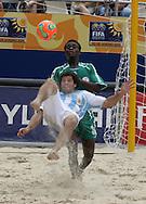 Footbal-FIFA Beach Soccer World Cup 2006 -  Open Oficial Games - ARG x NIR- Facundo Minici and Peter Ebibor  Rio de Janeiro, Brazil - 02/11/2006.<br />Mandatory Credit: FIFA/Ricardo Ayres