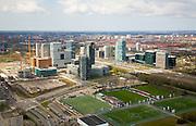 Nederland, Amsterdam, Zuid-as, 16-04-2008; zicht op het (nieuwe) financiele centrum van Amsterdam; midden hoofdkantoor ABN-AMRO, links hiervan - in aanbouw - Amsterdam Symphony (onderdeel Gershwin project); daar achter het complex Mahler 4; rechts, aan de andere kant van de A10 en het Station Zuid-WTC - het World Trade Centre; in de voorgrond de velden van de Amsterdamsche Football Club - AFC; sportvelden, voetbal;.Zuid-as, 'South axis', financial center in the South of Amsterdam, with headquarters  of former ABN AMRO, now Fortis; 'the City', financial district...  .luchtfoto (toeslag); aerial photo (additional fee required); .foto Siebe Swart / photo Siebe Swart