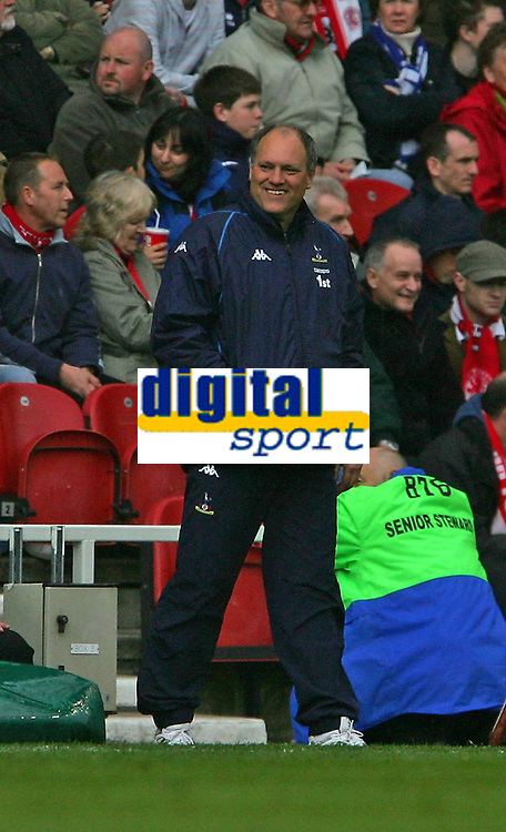 Fotball<br /> England 2004/2005<br /> Foto: SBI/Digitalsport<br /> NORWAY ONLY<br /> <br /> Middlesbrough v Tottenham Hotspurs, Barclays Premiership, Riverside Stadium, Middlesbrough 07/05/2005.<br /> <br /> Tottenham's manager, Martin Jol, looks happy despite losing by one goal at the time.