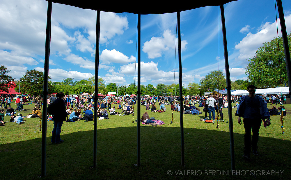 Crowd at Field Day in London in Victoria Park 25 may 2013