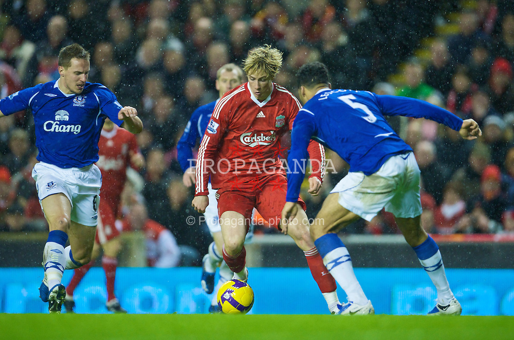 LIVERPOOL, ENGLAND - Monday, January 19, 2009: Liverpool's Fernando Torres in action against Everton during the Premiership match at Anfield. (Photo by David Rawcliffe/Propaganda)