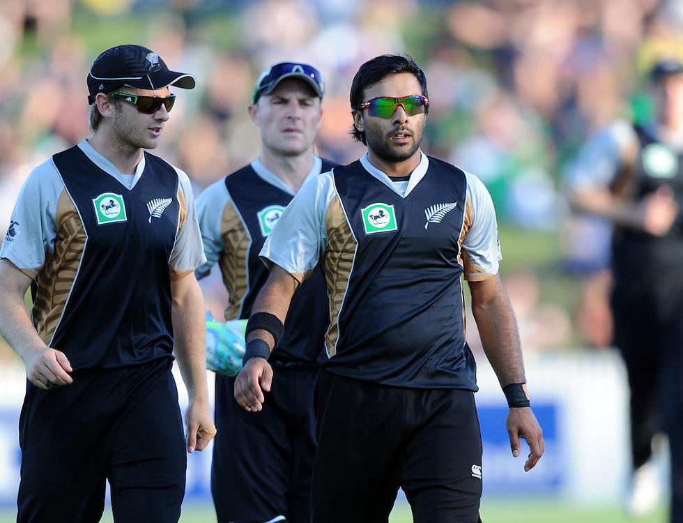 New Zealand's Ronnie Hira, right, takes the first Zimbabwe wicket of Stuart Matsikenyeri in the third twenty/20 International Cricket match, Seddon Park, Hamilton, New Zealand, Tuesday, February 14, 2012. Credit:SNPA / Ross Setford