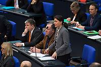 DEU, Deutschland, Germany, Berlin, 13.12.2017: Filiz Polat (B90/Die Grünen) bei der Fragestunde im Deutschen Bundestag.