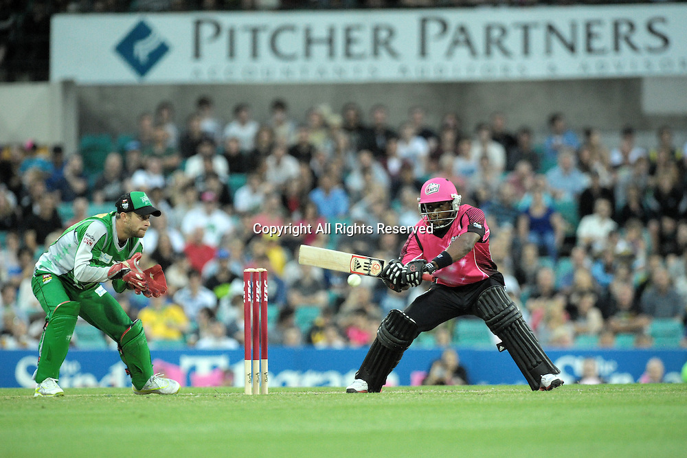 27.12.2011 Sydney, Australia.Sydney Sixers all rounder from Trinidad and Tobago Dwayne Bravo in action during the KFC T20 Big Bash League game between the Sydney Sixers  and the Melbourne Stars at the Sydney Cricket Ground.