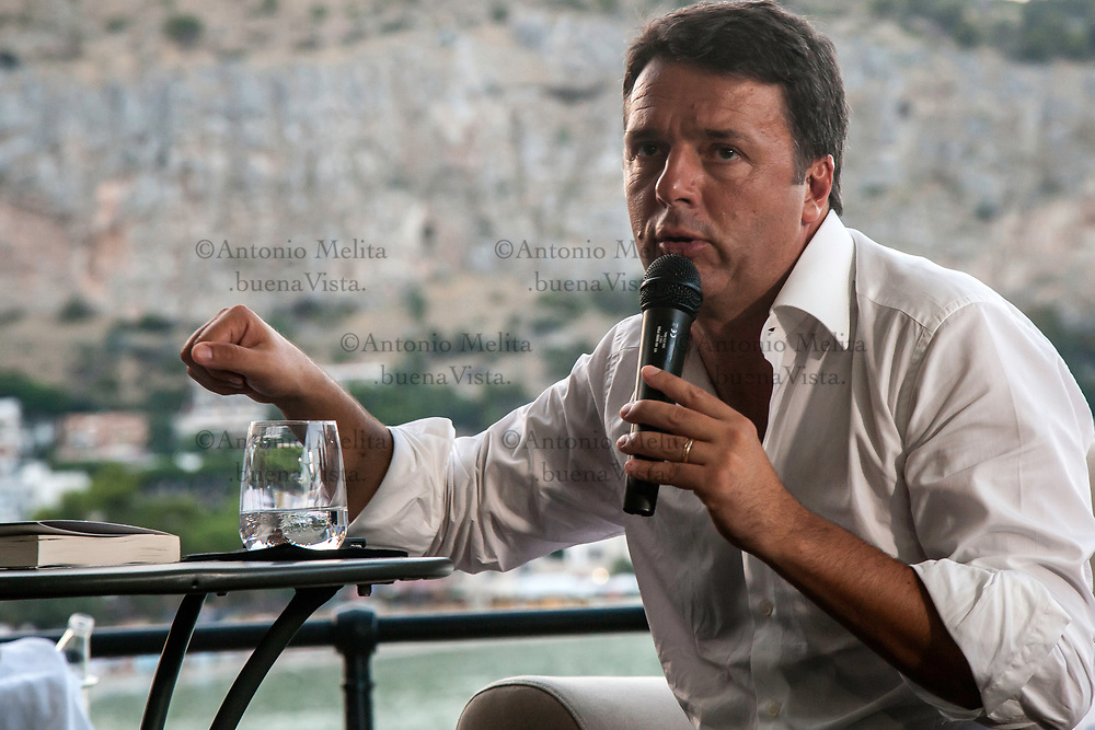 """Matteo Renzi, Segretario del Partito Democratico ed ex Premier ha presentato a Mondello il suo ultimo libro """"Avanti""""."""
