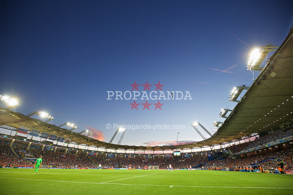 TOULOUSE, FRANCE - Monday, June 20, 2016: Wales take on Russia on the summer solstice during the final Group B UEFA Euro 2016 Championship match at Stadium de Toulouse. (Pic by David Rawcliffe/Propaganda)