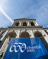 THEMENBILD - Banner mit Aufschrift 650-Jahre- Jubiläum der Universität Wien. Die Universität Wien ist eine der größten Universitäten Mitteleuropas und wurde 1365 gegründet. Aufgenommen am 09.03.2015 in Wien, Österreich // banner with label 650 Years of the University of Vienna Anniversary. The University of Vienna is a public university and the largest in Austria and was founded by Duke Rudolph IV in 1365. Austria on 2015/03/09. EXPA Pictures © 2015, PhotoCredit: EXPA/ Michael Gruber
