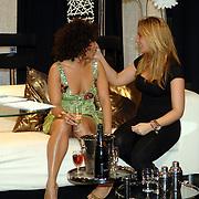 NLD/Weesp/20070319 - 3e Live uitzending Just the Two of Us, Nurlaila Karim en styliste ..... in gesprek
