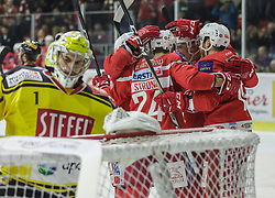 22.12.2017, Stadthalle, Klagenfurt, AUT, EBEL, EC KAC vs Vienna Capitals, 31. Runde, im Bild Steven Strong (EC KAC, #24), Stefan Geier (EC KAC, #19), Jean Philippe Lamoureux (Vienna Capitals, #01) // during the Erste Bank Eishockey League 31st round match between EC KAC vs Vienna Capitals at the City Hall in Klagenfurt, Austria on 2017/12/22. EXPA Pictures © 2017, PhotoCredit: EXPA/ Gert Steinthaler// during the Erste Bank Eishockey League 31st round match between EC KAC vs Vienna Capitals at the City Hall in Klagenfurt, Austria on 2017/12/22. EXPA Pictures © 2017, PhotoCredit: EXPA/ Gert Steinthaler
