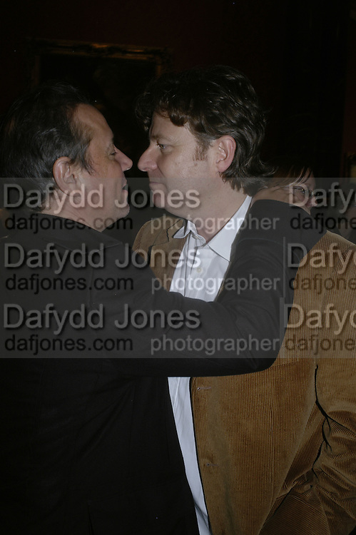 HAMISH MCALPINE AND DANNY MOYNIHAN, Owning Art- The Contemporary Art Collectors Handbook by Judith Greer and Louisa Buck. National Gallery. London. 2 October 2006. -DO NOT ARCHIVE-© Copyright Photograph by Dafydd Jones 66 Stockwell Park Rd. London SW9 0DA Tel 020 7733 0108 www.dafjones.com