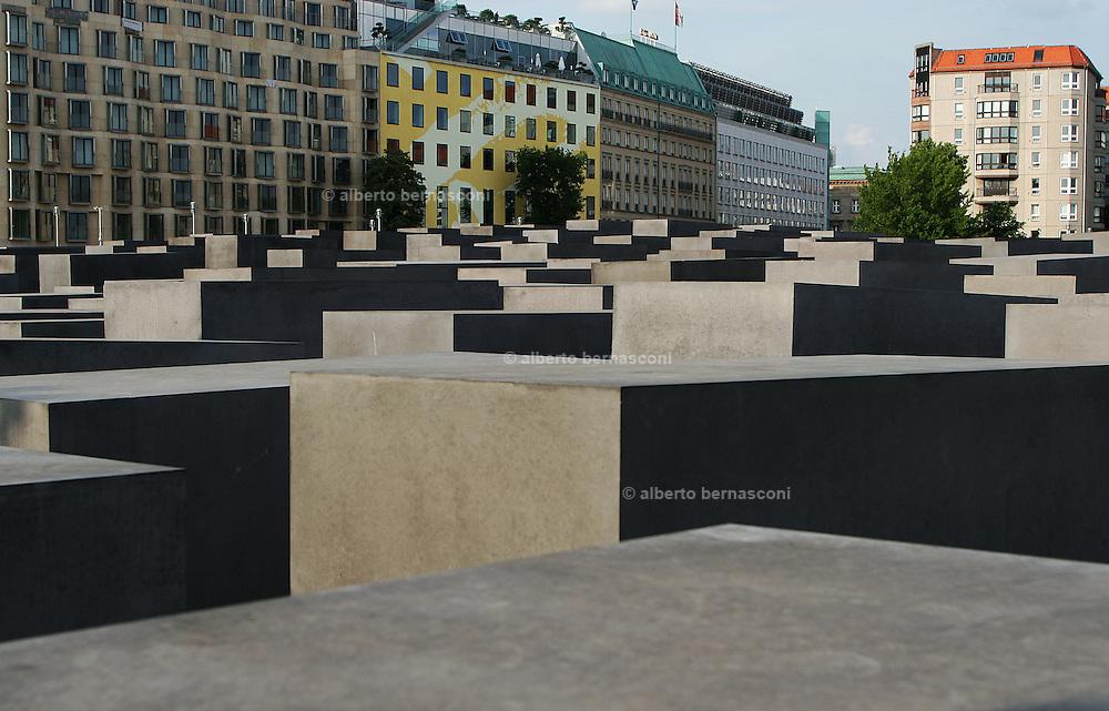 Berlino: Holocaust Memorial designed by american architect Peter Eisenman