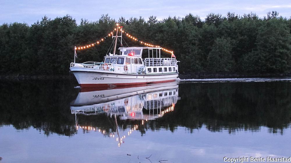 MS Jøvra var chartret av 50 skauninger som seilte til og fra over Selbusjøen. Sommerfestivalen i Selbu.