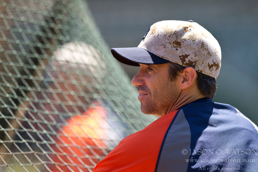 OAKLAND, CA - MAY 26:  Brad Ausmus #7 of the Detroit Tigers watches his team during batting practice before the game against the Oakland Athletics at O.co Coliseum on May 26, 2014 in Oakland, California. The Oakland Athletics defeated the Detroit Tigers 10-0.  (Photo by Jason O. Watson/Getty Images) *** Local Caption *** Brad Ausmus