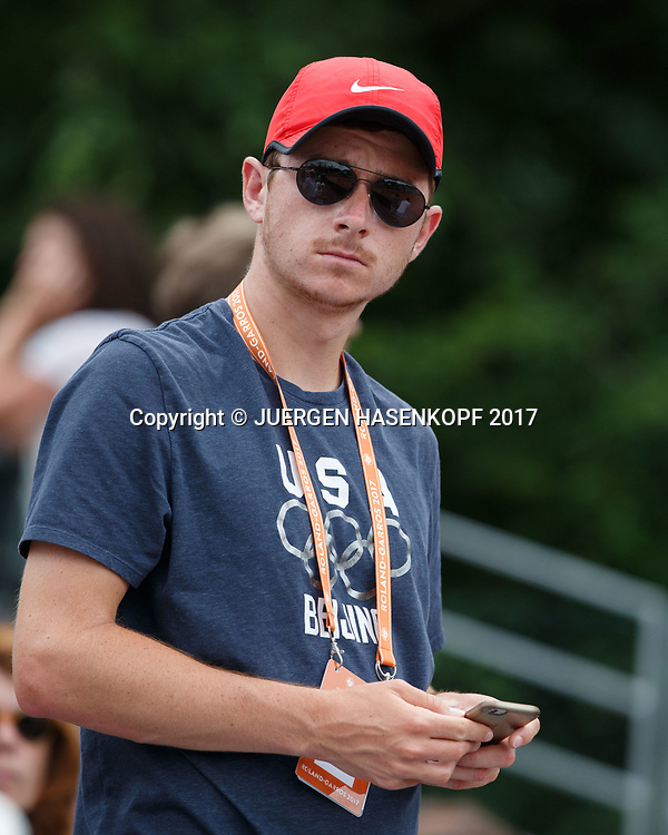 MISCHA ZVEREV Trainer Arthur Kaziev steht auf der Tribuene,<br /> <br /> Tennis - French Open 2017 - Grand Slam ATP / WTA -  Roland Garros - Paris -  - France  - 29 May 2017.