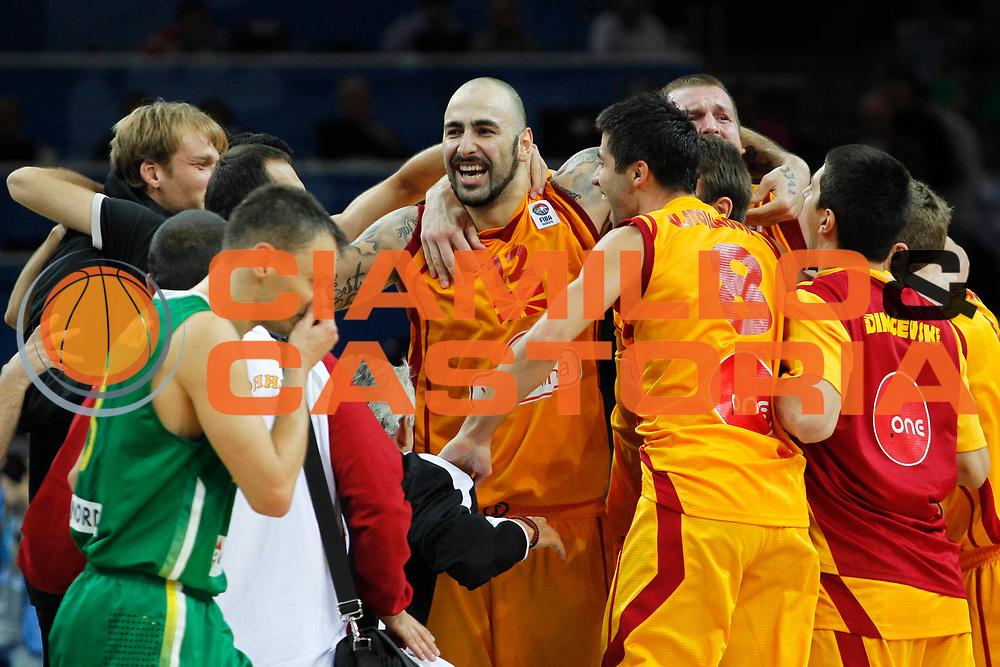 DESCRIZIONE : Kaunas Lithuania Lituania Eurobasket Men 2011 Quarter Final Round Macedonia Lituania F.Y.R. of Macedonia Lithuania<br /> GIOCATORE : Team Macedonia F.Y.R. of Macedonia<br /> SQUADRA : Macedonia F.Y.R. of Macedonia<br /> EVENTO : Eurobasket Men 2011<br /> GARA : Macedonia Lituania F.Y.R. of Macedonia Lithuania<br /> DATA : 14/09/2011 <br /> CATEGORIA : esultanza jubilation<br /> SPORT : Pallacanestro <br /> AUTORE : Agenzia Ciamillo-Castoria/M.Metlas<br /> Galleria : Eurobasket Men 2011 <br /> Fotonotizia : Kaunas Lithuania Lituania Eurobasket Men 2011 Quarter Final Round Macedonia Lituania F.Y.R. of Macedonia Lithuania<br /> Predefinita :