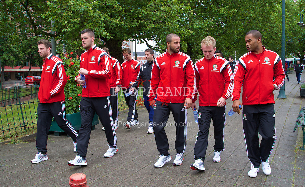 AMSTERDAM, NETHERLANDS - Tuesday, June 3, 2014: Wales' Paul Dummett, goalkeeper Connor Roberts, Ashley 'Jazz' Richards, Jonathan Williams and Jermaine Easter during a walk near their hotel ahead of the International Friendly match against the Netherlands. (Pic by David Rawcliffe/Propaganda)