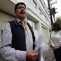 TOLUCA, México.- (Septiembre 27, 2017).- Empleados de los Servicios Educativos Integrados al Estado de México, llegaron a un acuerdo con autoridades educativas y no se les obligará a laborar en edificios dañados por el sismo del pasado 19 de septiembre. Agencia MVT / Crisanta Espinosa.