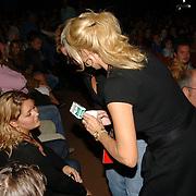 NLD/Hilversum/20061003 - 1e Tryout concert Rene Froger, Natasja Froger - Kunst begroet familie