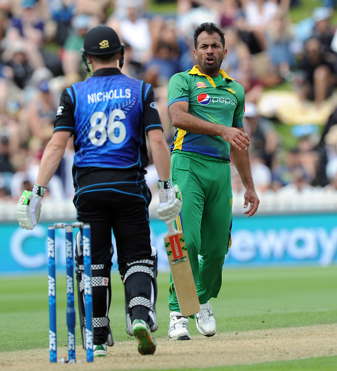Pakistan's Wahab Riaz, right, eyes up New Zealand's Henry Nichols in the 1st ODI International Cricket match at Basin Reserve, Wellington, New Zealand, Monday, January 25, 2016. Credit:SNPA / Ross Setford