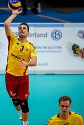 07-12-2017 NED: Draisma Dynamo Lindemans Aalst, Apeldoorn<br /> Dynamo verliest kansloos ban het Belgische Aalst / Bart van Garderen #3 of Dynamo