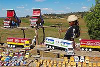 Madagascar. Vendeur de jouets en bois sur la route National 7. // Madagascar. Wooden toy seller on the National 7 road.