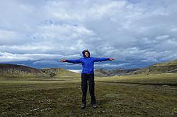 05-07-2014 NED: Iceland Diabetes Challenge dag 1, Landmannalaugar <br /> Vandaag ging de challenge van start. Met een bus gingen we van Vogar naar Landmannalaugar en zagen we de eerste tekenen van het prachtige landschap van IJsland / Debbie