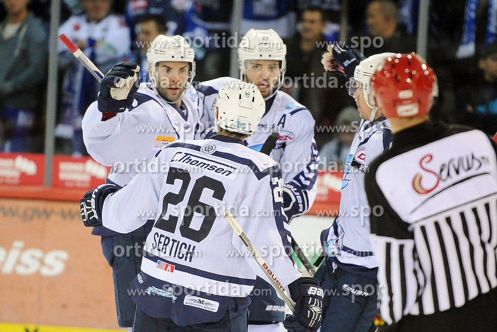 25.09.2015, Helios Arena, Schwenningen, GER, DEL, Schwenninger Wild Wings vs Hamburg Freezers, 5. Runde, im Bild Jubel bei (v.l.n.r.) Mathieu Roy (Hamburg Freezers) Thomas Oppenheimer (Hamburg Freezers) Marty Sertich (Hamburg Freezers) // during the German DEL Icehockey League 5th round match between Schwenninger Wild Wings vs Hamburg Freezers at the Helios Arena in Schwenningen, Germany on 2015/09/25. EXPA Pictures &copy; 2015, PhotoCredit: EXPA/ Eibner-Pressefoto/ Laegler<br /> <br /> *****ATTENTION - OUT of GER*****