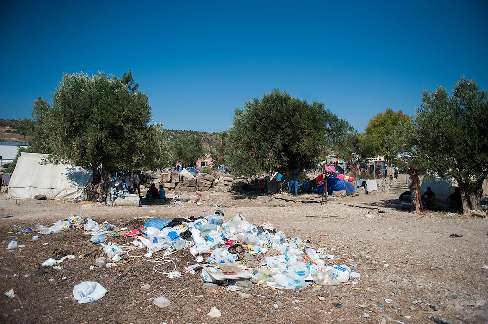 rubbish in Kara Tepe camp.