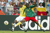 FOOTBALL - CONFEDERATIONS CUP 2003 - GROUP B - 030619 - BRASIL V KAMERUN - SAMUEL ETO'O (CAM) / JUAN (BRA) - PHOTO STEPHANE MANTEY / DIGITALSPORT