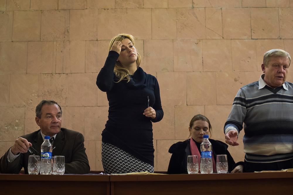 Michel Terestchenko, avec son adjointe et compagne Elena Yeskina ( deuxi&egrave;me &agrave; gauche) a demand&eacute; &agrave; rencontrer les employ&eacute;s de l'h&ocirc;pital de la ville pour recueillir leurs dol&eacute;ances.Les bas salaires et mauvaises conditions sont un probl&egrave;me r&eacute;current &agrave; Hlukhiv comme ailleurs en Ukraine, le 8 D&eacute;cembre, 2015.<br /> <br /> Michel Terestchenko, and his assistant Elena Yeskina, second from left, meet with employees of one of the local hospitals on December 8, 2015 in Hlukhiv, Ukraine. Low wages and poor supplies are a persistent problem at the hospitals in Hlukhiv.