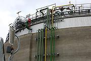 Mannheim. 06.03.17 | BILD- ID 051 |<br /> Friesenheimer Insel. BASF Anlage. Produktion im Werksteil Friesenheimer Insel. <br /> In den Produktionsanlagen der BASF werden Rohstoffe durch chemische Reaktionen in<br /> andere Stoffe umgewandelt. Dies geschieht bei den Anlagen im Werksteil Friesenheimer<br /> Insel im ständigen Durchlauf (kontinuierliche Produktion). Dabei laufen die Reaktionen<br /> unter hohem Druck und erhöhter Temperatur ab. Einsatzstoffe und erzeugte Stoffe werden<br /> zwischengelagert und per Rohrleitung, Tankschiff, Kesselwagen und Tankzug bezogen oder abtransportiert. <br /> Bild: Markus Prosswitz 06MAR17 / masterpress (Bild ist honorarpflichtig - No Model Release!)