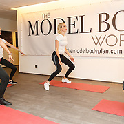 NLD/Amsterdam/20151028 - Boekpresentatie Kasia Rain - Healthy & Simple with Kasia Rain, Kasia Rain met modellen Rachel Swaab, Loize Lamers,  Laurie Kruitbosch