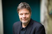 DEU, Deutschland, Germany, Berlin, 16.04.2018: Portrait von Dr. Robert Habeck, Bundesvorsitzender von Bündnis 90/Die Grünen.