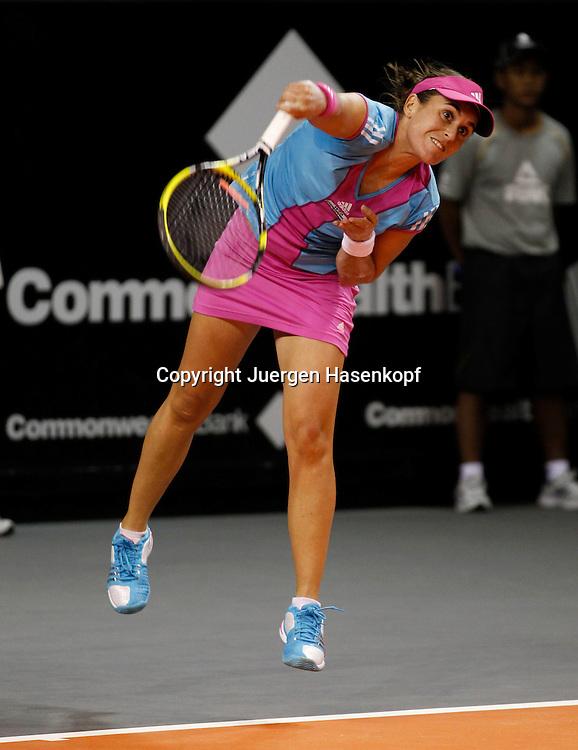 Commonwealth Bank Tournament of Champions  2011, WTA Tour, Damen Hallen Tennis Turnier.in Bali ,Indonesien, .Anabel  Medina Garrigues (ESP),Aktion,Einzelbild,.Hochformat,Ganzkoerper,