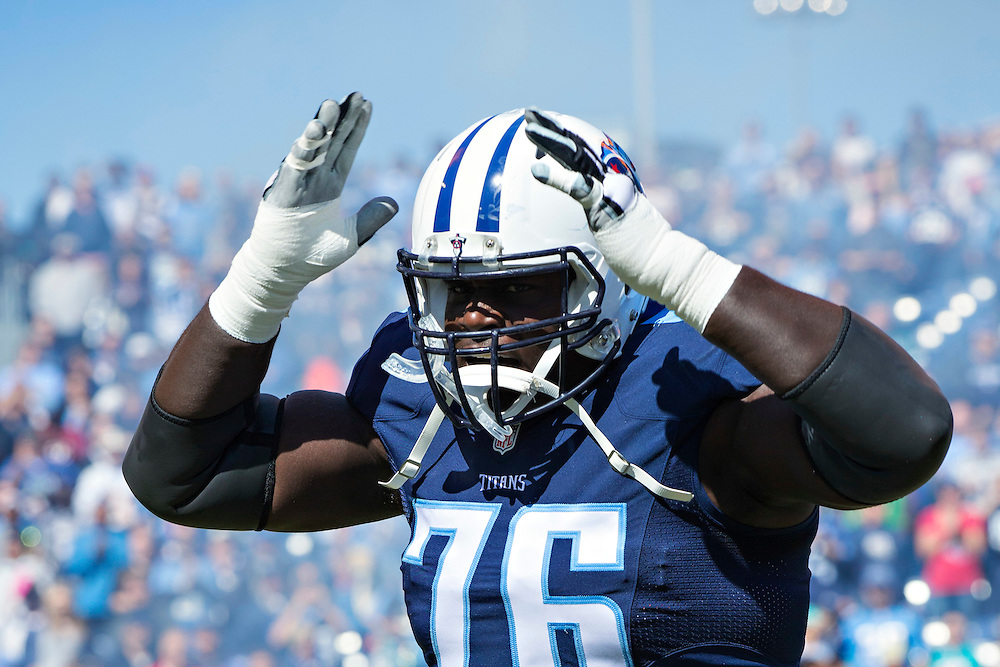 NASHVILLE, TN - OCTOBER 18:  Byron Bell #76 of the Tennessee Titans runs onto the field before a game against the Miami Dolphins at LP Field on October 18, 2015 in Nashville, Tennessee.  The Dolphins defeated the Titans 38-10.  (Photo by Wesley Hitt/Getty Images) *** Local Caption *** Byron Bell