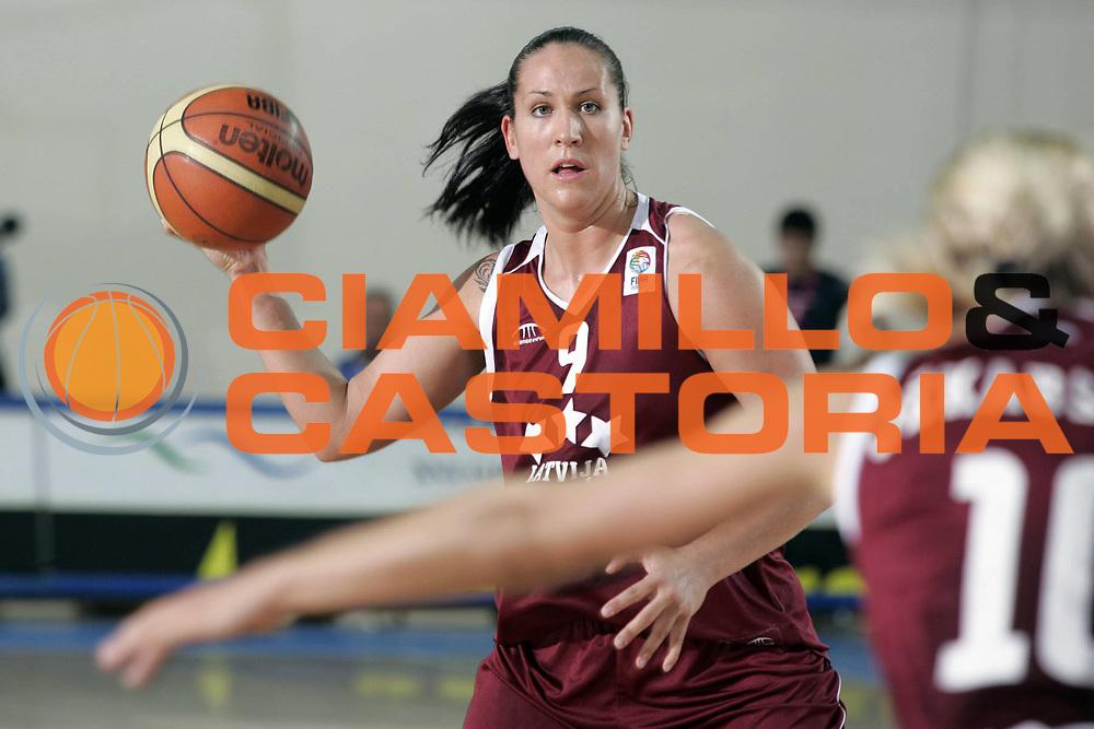 DESCRIZIONE : Chieti Italy Italia Eurobasket Women 2007 Final 3rd 4th Place Lettonia Bielorussia Latvia Belarus<br /> GIOCATORE : Liene Jansone<br /> SQUADRA : Lettonia Latvia<br /> EVENTO : Eurobasket Women 2007 Campionati Europei Donne 2007 <br /> GARA : Lettonia Bielorussia Latvia Belarus<br /> DATA : 07/10/2007 <br /> CATEGORIA : Passaggio<br /> SPORT : Pallacanestro <br /> AUTORE : Agenzia Ciamillo-Castoria/H.Bellenger<br /> Galleria : Eurobasket Women 2007 <br /> Fotonotizia : Chieti Italy Italia Eurobasket Women 2007 Final 3rd 4th Place Lettonia Bielorussia Latvia Belarus<br /> Predefinita :
