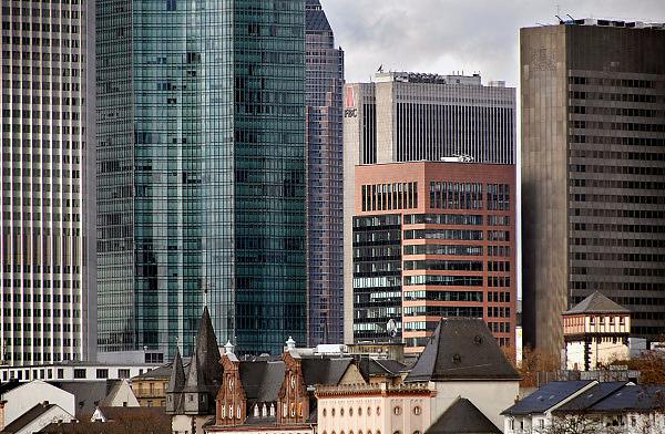 Duitsland, Frankfurt, 10-3-2008..De skyline van het zakencentrum van de stad. Met zijn vele banken en de europese centrale bank, ecb, is frankfurt het financiele centrum van europa...Foto: Flip Franssen