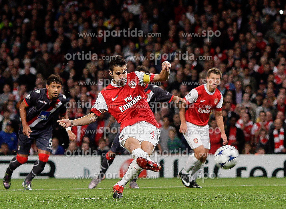 15.09.2010, Emirates Stadium, London, ENG, UEFA CL, Arsenal fc vs Sporting Braga, im Bild Arsenal's Cesc Fabregas (captain) scores  the Arsenal penalty during Arsenal fc vs Sporting Braga for the UCL  Group  H at the Emirates Stadium in London. EXPA Pictures © 2010, PhotoCredit: EXPA/ IPS/ Marcello Pozzetti +++++ ATTENTION - OUT OF ENGLAND/UK +++++ / SPORTIDA PHOTO AGENCY