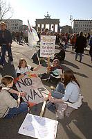 """22 MAR 2003, BERLIN/GERMANY:<br /> Sehr junge Leute demonstrieren mit Transparenten und Schildern """"no war"""", waehrend einer Anti-Kriegs-Demonstration gegen den Irak-Krieg vor dem Brandenburger Tor, Pariser Platz<br /> Very young people, demonstrating with banners and signs """"no war"""" during an anti-war demonstration against the iraq war near the Brandenburg Gate, Pariser Platz<br /> IMAGE: 20030322-01-025<br /> KEYWORDS: Demonstrant, Demo, sign, bill, demonstrator, peace-demonstration, Demonstranten, demonstrators, Demo"""