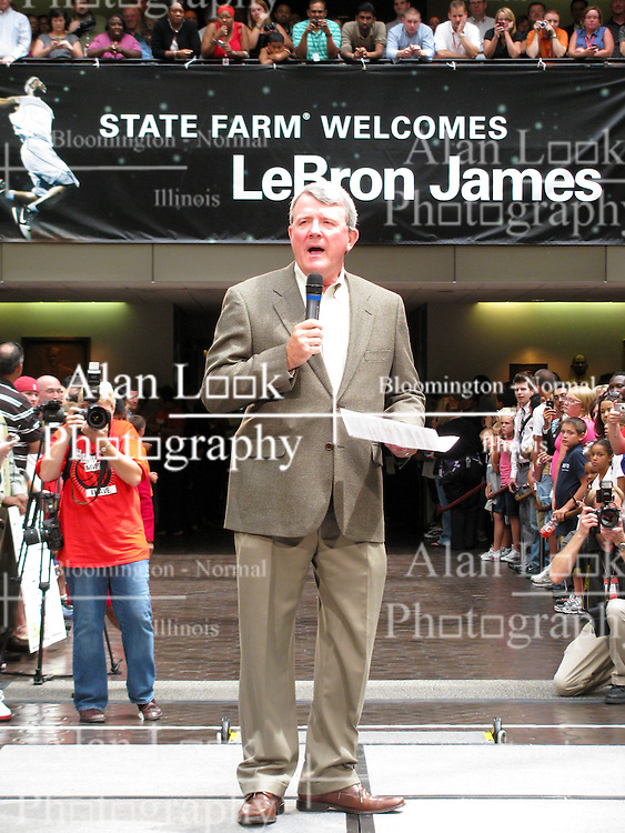 10 August 2009: State Farm Executive Vice President Mike Davidson prepares to introduce LeBron James who stopped by State Farm Insurance Company Corporate Headquarters in Bloomington Illinois as part of a United Way campaign