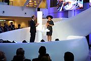 Koningin M&aacute;xima opent het FrieslandCampina Innovation Centre in Wageningen. In dit nieuwe centrum brengt het zuivelbedrijf het merendeel van hun onderzoeks- en ontwikkelingsactiviteiten samen. <br /> <br /> Queen M&aacute;xima opens FrieslandCampina Innovation Centre in Wageningen. This new center the dairy spends most of their research and development together.<br /> <br /> Op de foto / On the photo:  Koningin M&aacute;xima doet de openingshandeling door een kan met melk leeg te schenken rechts Cees 't Hart, CEO en voorzitter van FrieslandCampina / Queen M&aacute;xima does the opening ceremony by an empty a can with milk right Cees' t Hart, CEO and Chairman of FrieslandCampina