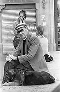 Barcelona, 2001: Anziano con cane e ragazze - elderly with a dog and girls.<br /> &copy; Andrea Sabbadini