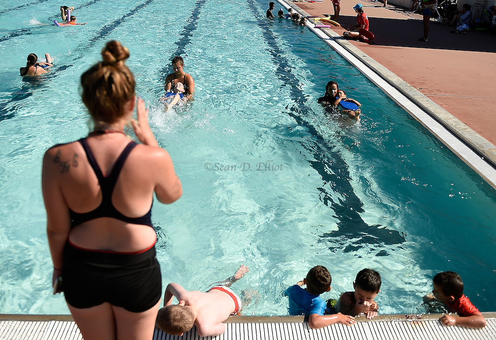 7/26/16 :: REGION :: STAND ALONE :: Fiona Hook, left, swim instructor with the New London Recreation Department's summer swim program, gives instruction as her assistants, from left, Carley Silvia, Kiely Smith and Mia Delgado work with children in the beginning level class in the pool at Ocean Beach Park Tuesday, July 26, 2016.. (Sean D. Elliot/The Day)